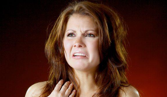 Le 5 cose schifose che gli uomini fanno ma alle donne non danno fastidio