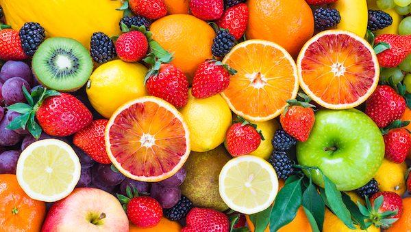 La frutta fa bene solo se mangiata in modo corretto
