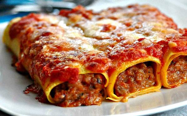 Cannelloni ripieni di carne macinata e besciamella - Le 10 ...